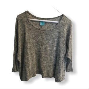 Happening in the present 3/4 gray top M